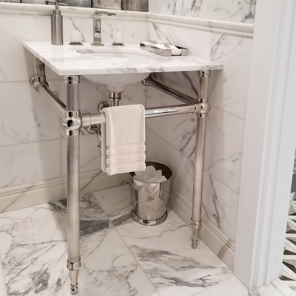 1281a-Atristic-Tile-LS2T-Reeded-in-Marble-Bath